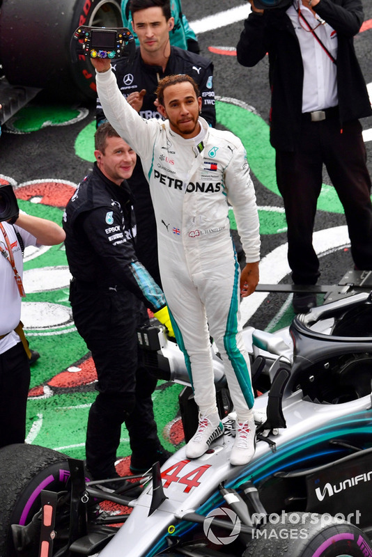 Lewis Hamilton, Mercedes-AMG F1 W09 EQ Power+ celebra en Parc Ferme