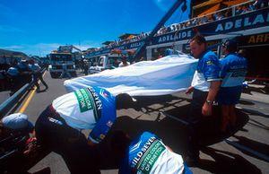 Разбитый автомобиль Benetton B194 Ford Михаэля Шумахера