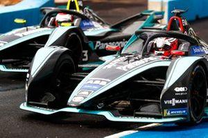 Mitch Evans, Panasonic Jaguar Racing, Jaguar I-Type 3, Nelson Piquet Jr., Panasonic Jaguar Racing, Jaguar I-Type 3 esce dalla pit lane
