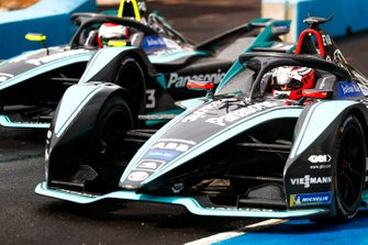 Mitch Evans, Panasonic Jaguar Racing, Jaguar I-Type 3, Nelson Piquet Jr., Panasonic Jaguar Racing, Jaguar I-Type 3 esce dalla pit lane