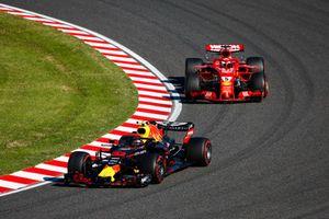 Max Verstappen, Red Bull Racing RB14, devance Sebastian Vettel, Ferrari SF71H