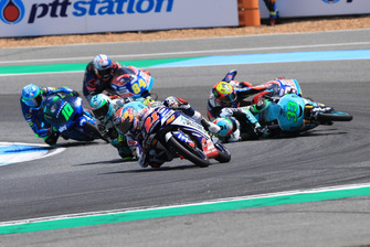 Fabio Di Giannantonio, Del Conca Gresini Racing Moto3 devant la chute d'Enea Bastianini, Leopard Racing et Marco Bezzecchi, Prustel GP