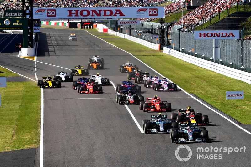 Lewis Hamilton, Mercedes-AMG F1 W09, al comando, alla partenza