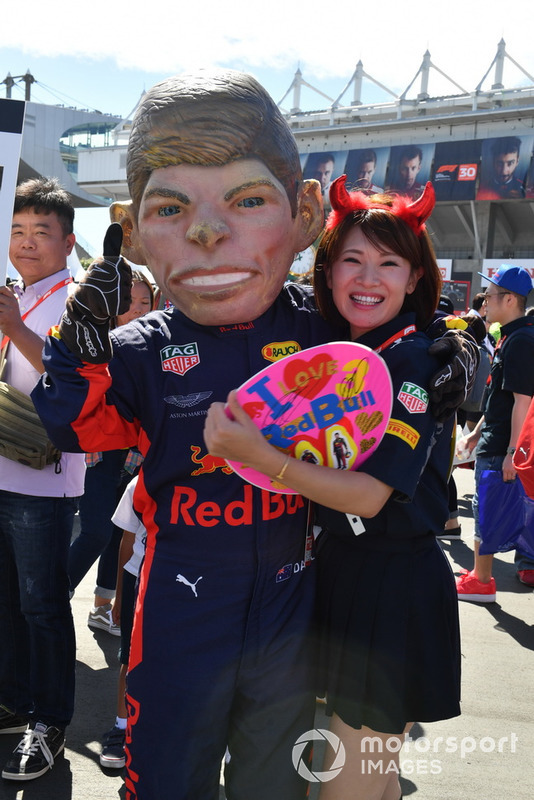 Max Verstappen, Red Bull Racing caricature and fans