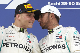 Valtteri Bottas, Mercedes AMG F1, Lewis Hamilton, Mercedes AMG F1, festeggiano sul podio