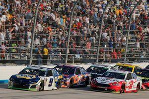 Restart: Chase Elliott, Hendrick Motorsports, Chevrolet Camaro NAPA Auto Parts