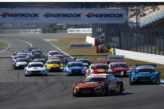 Start action, Lucas Auer, Mercedes-AMG Team HWA, Mercedes-AMG C63 DTM leads