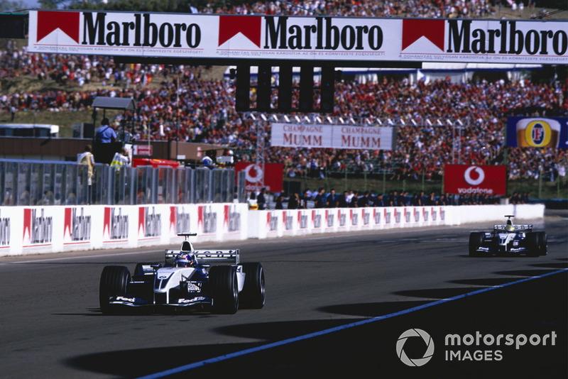 Juan-Pablo Montoya, BMW Williams FW25, y Ralf Schumacher, BMW Williams FW25