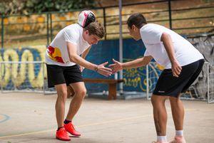 Max Verstappen y Daniel Ricciardo, Red Bull Racing juegan Futsal en Brasil