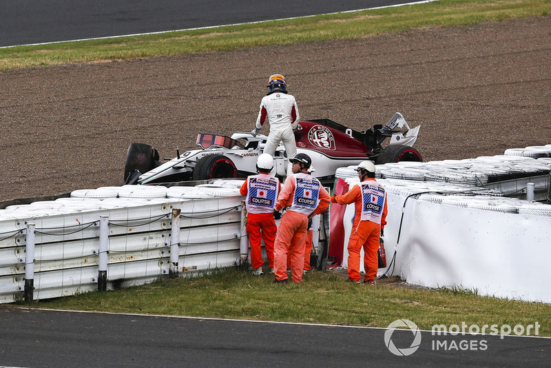 Marcus Ericsson, Sauber after crashing in Q1