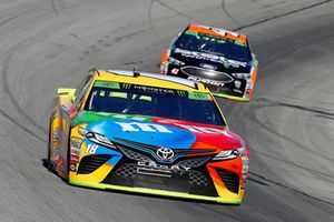 Kyle Busch, Joe Gibbs Racing, Toyota Camry M&M's and Kurt Busch, Stewart-Haas Racing, Ford Fusion State Water Heaters