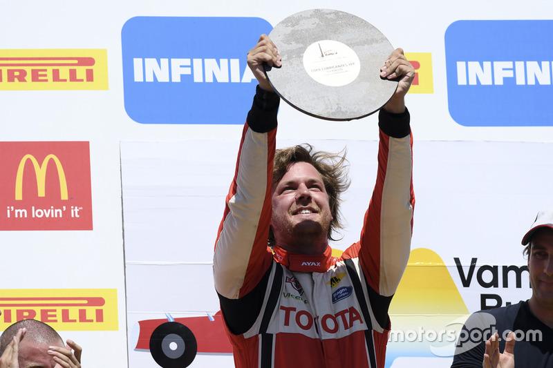 Podio: ganador de la carrera Fernando Etchegorry, JCD Racing