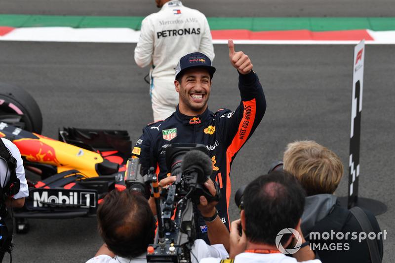 Le poleman Daniel Ricciardo, Red Bull Racing fête sa pole position