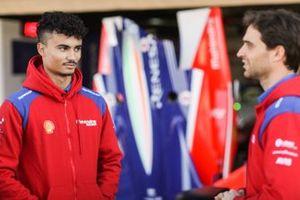 Pascal Wehrlein, Mahindra Racing, talks to Jérôme d'Ambrosio, Mahindra Racing