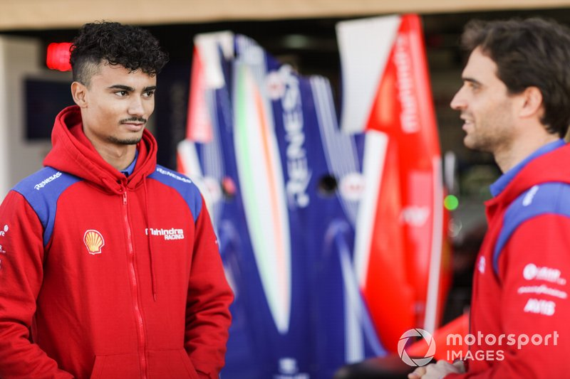 Pascal Wehrlein, Mahindra Racing, talks to Jérôme d'Ambrosio, Mahindra Racing