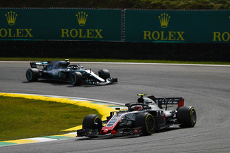 Kevin Magnussen, Haas F1 Team VF-18, leads Valtteri Bottas, Mercedes AMG F1 W09 EQ Power+
