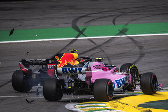 Max Verstappen, Red Bull Racing RB14 en Esteban Ocon, Racing Point Force India VJM11 crash