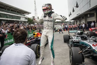 Lewis Hamilton, Mercedes AMG F1 W09 EQ Power+ celebrates in Parc Ferme