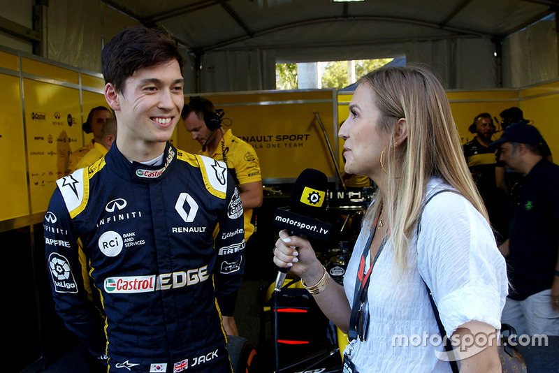 Jack Aitken, Renault F1 Team con Julia Piquet