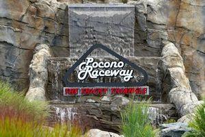 Pocono Raceway entry sign, atmosphere