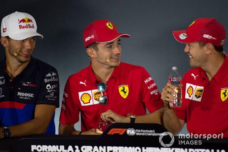 Pierre Gasly, Toro Rosso, Charles Leclerc, Ferrari e Sebastian Vettel, Ferrari alla conferenza stampa