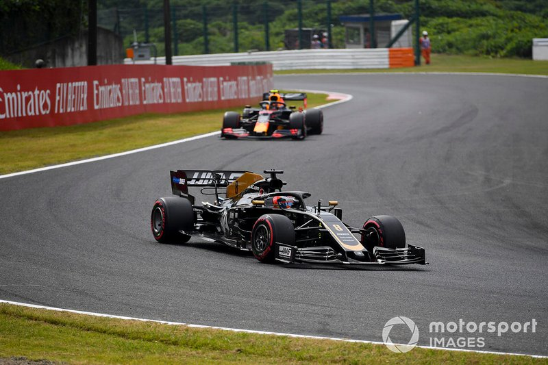 Romain Grosjean, Haas F1 Team VF-19, leads Alex Albon, Red Bull RB15