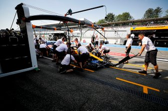 McLaren pit stop practise