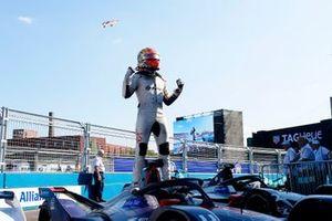 Race winner Robin Frijns, Envision Virgin Racing