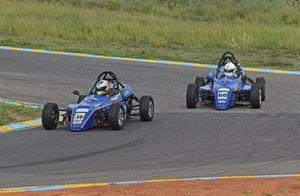 Chirag Ghorpade, Momentum Motorsport leads Aaroh Ravindra, Momentum Motorsport