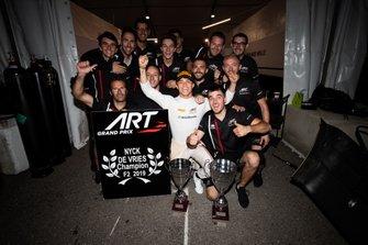 Şampiyon Nyck De Vries, ART Grand Prix