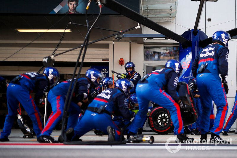 The Toro Rosso pit crew ready for a stop