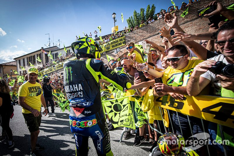 Valentino Rossi, Yamaha Factory Racing, avec ses fans