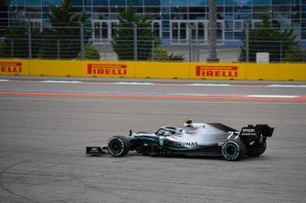 Valtteri Bottas, Mercedes AMG W10, runs wide