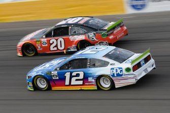 Erik Jones, Joe Gibbs Racing, Toyota Camry CRAFTSMAN Gas Monkey, Ryan Blaney, Team Penske, Ford Mustang PPG