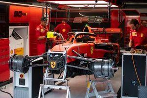 Monteurs met de Ferrari SF90