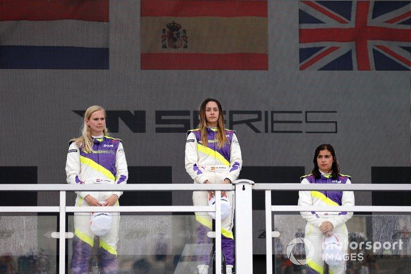 Podium: Race winner Marta Garcia, second place Beitske Visser, third place Jamie Chadwick