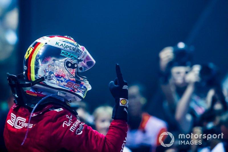 Il vincitore della gara Sebastian Vettel, Ferrari, festeggia al Parc Ferme