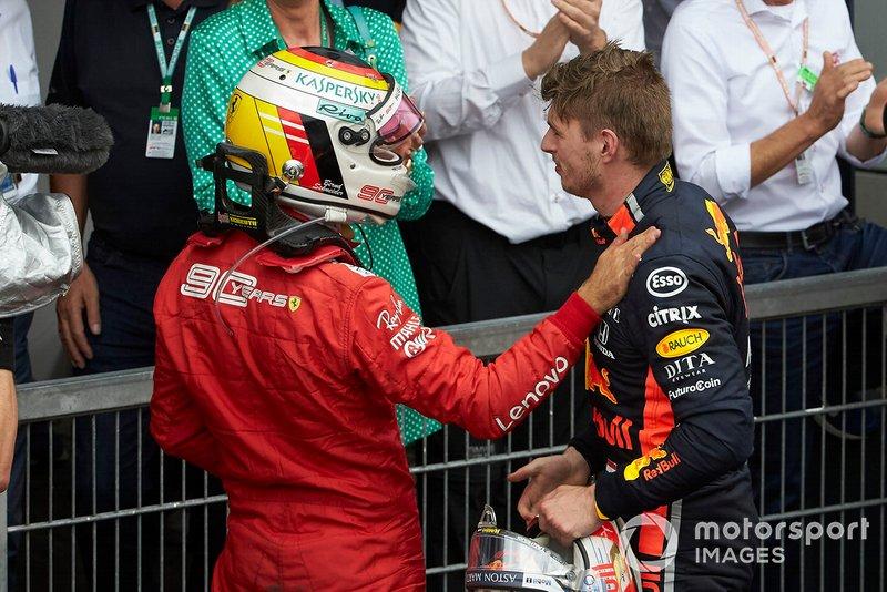 Sebastian Vettel, Ferrari, 2° classificato, si congratula con Max Verstappen, Red Bull Racing, 1° classificato, nel parco chiuso