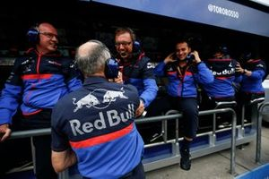 Franz Tost, Team Principal, Toro Rosso, and the Toro Rosso team on the pit wall celebrate a podium finish