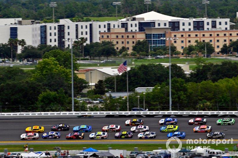 Erik Jones, Joe Gibbs Racing, Toyota Camry Sport Clips and Joey Logano, Team Penske, Ford Mustang Shell Pennzoil