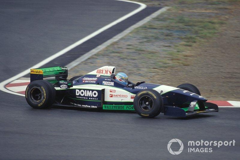 Между тем, уже в субботу сезон закончился для Джованни Лаваджи. Наследник знатного сицилийского рода за рулем запасной машины Minardi (основная сломалась) не уложился в 107 % от лучшего времени и не попал на старт гонки