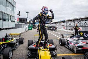 Победитель Виктор Мартинс, MP Motorsport