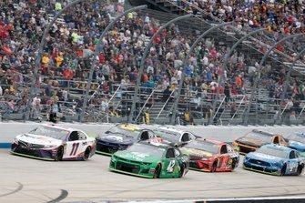 Denny Hamlin, Joe Gibbs Racing, Toyota Camry FedEx Express Kyle Larson, Chip Ganassi Racing, Chevrolet Camaro Clover