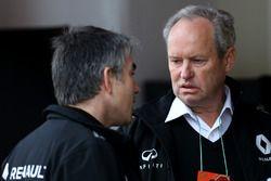 Jerome Stoll, Renault Sport F1 Präsident und Nick Chester, Technischer Direktor Renault Sport F1 Tea