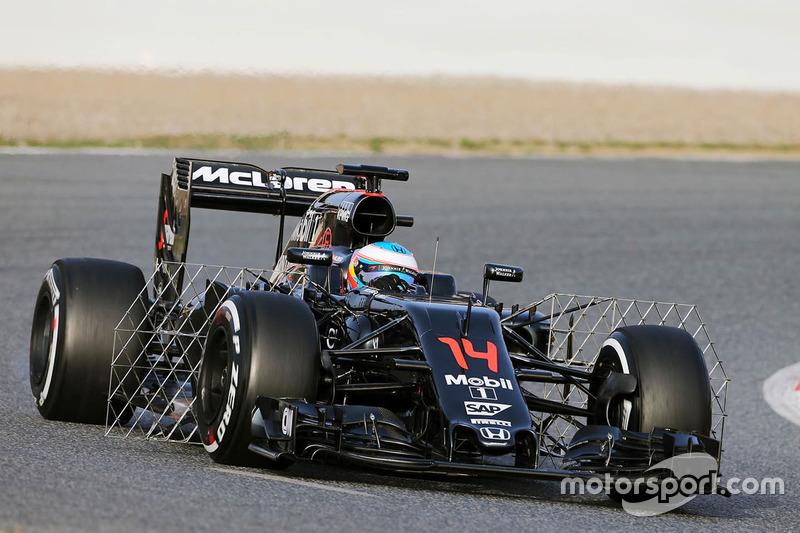Fernando Alonso, McLaren MP4-31, mit Messgeräten am Auto