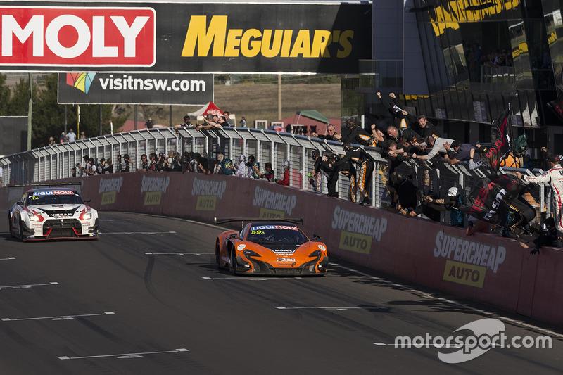 #59 Tekno Autosports McLaren 650S: Shane van Gisbergen, Alvaro Parente, Jonathon Webb se llevan las victoria
