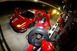 Pitstop for #62 Risi Competizione Ferrari F488: Davide Rigon, Olivier Beretta, Giancarlo Fisichella, Toni Vilander