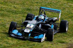 Ryan Tveter, Carlin, Dallara F312 - Volkswagen in the grass