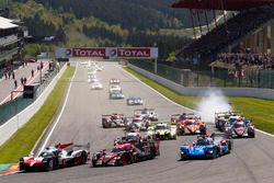 Start: #8 Toyota Gazoo Racing Toyota TS050: Sébastien Buemi, Kazuki Nakajima, Fernando Alonso leads