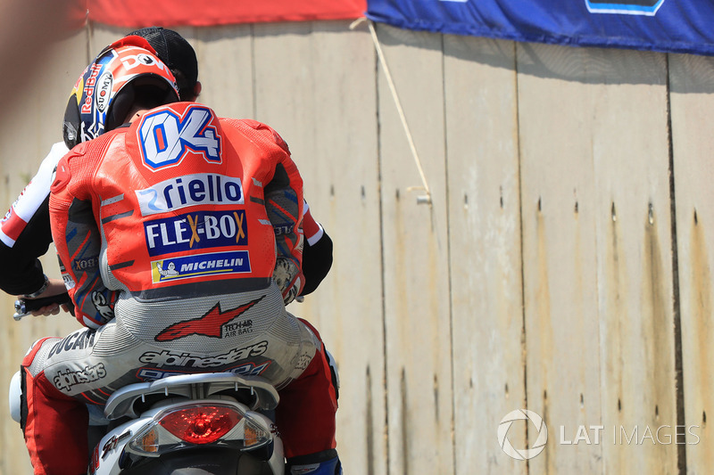 Andrea Dovizioso, Ducati Team, después del accidente